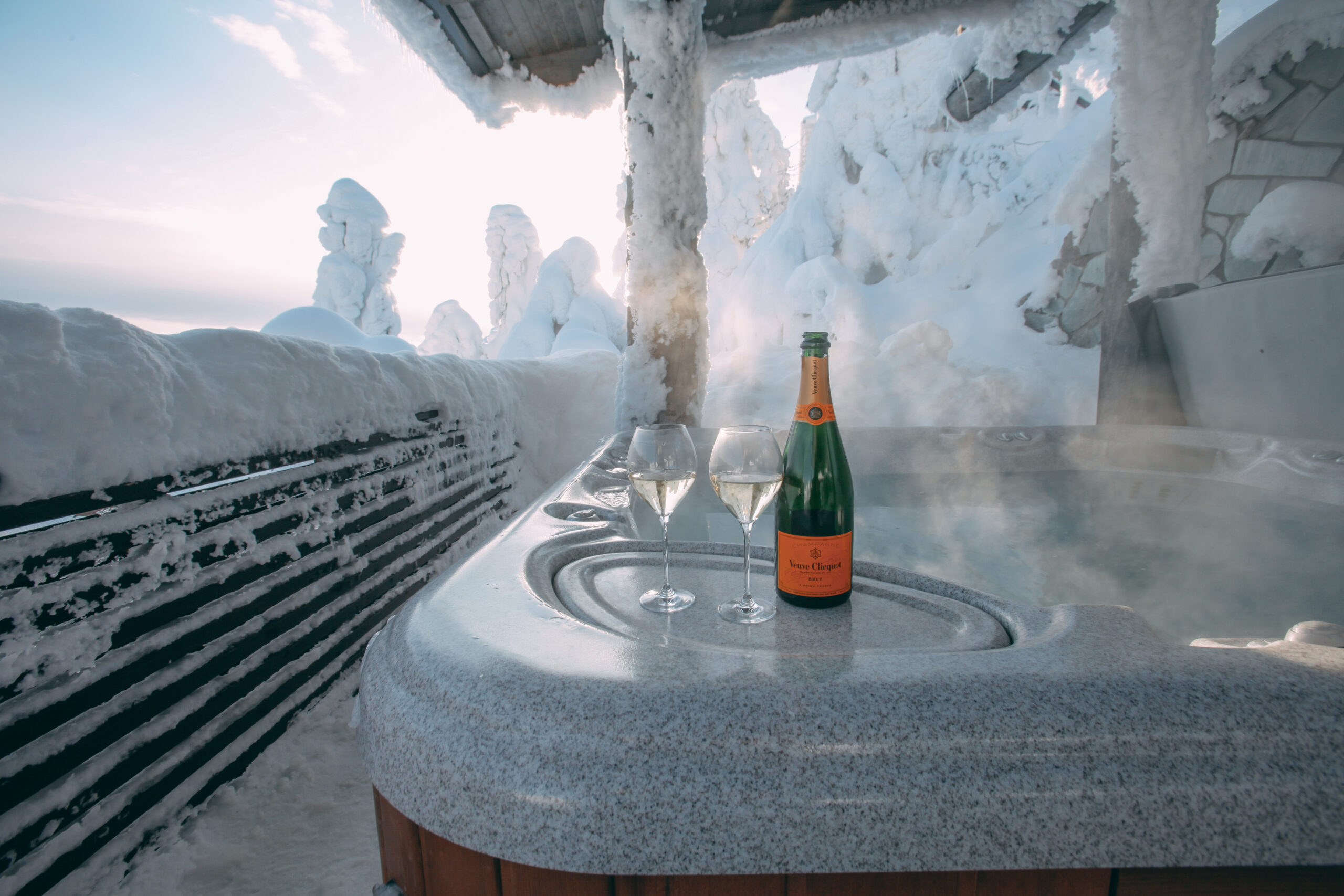 Champagne & outdoor jacuzzi